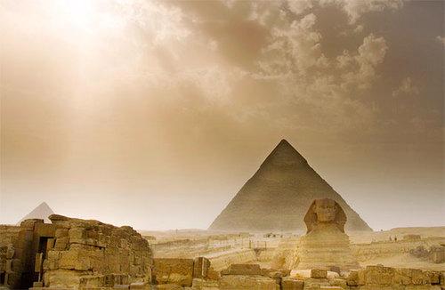 piramidele-si-sfinxul