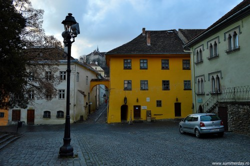 piata-muzeului-si-casa-vlad-dracul