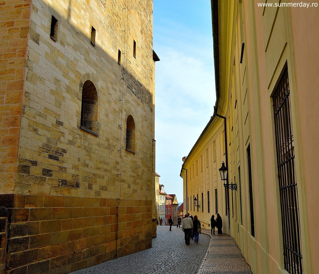 la-pas-prin-hradcany-prague-castle