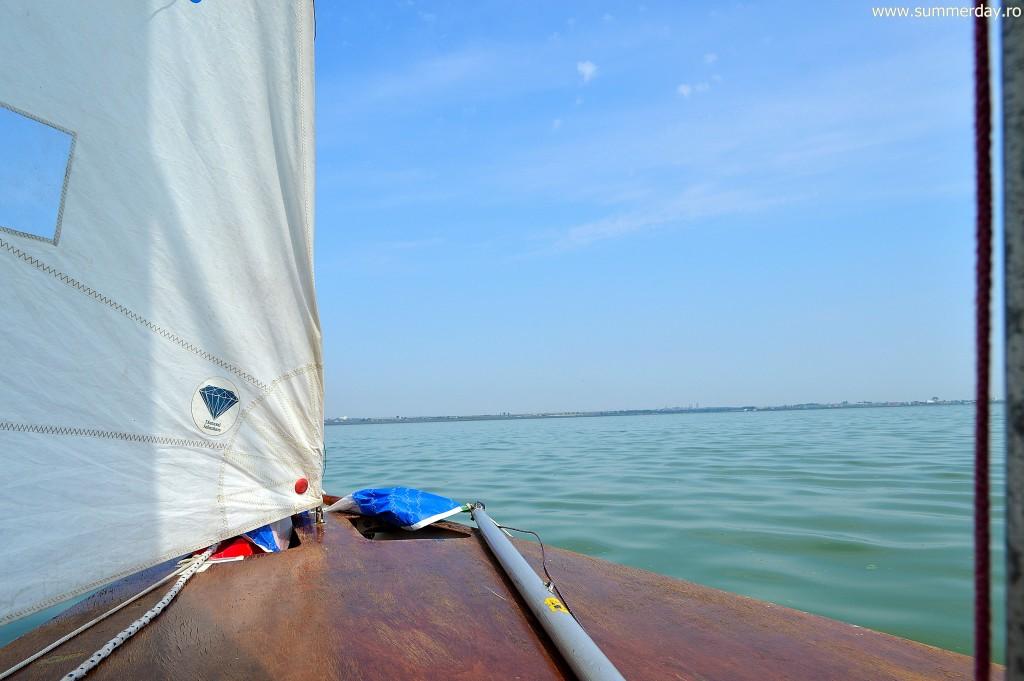 barca-cu-vele