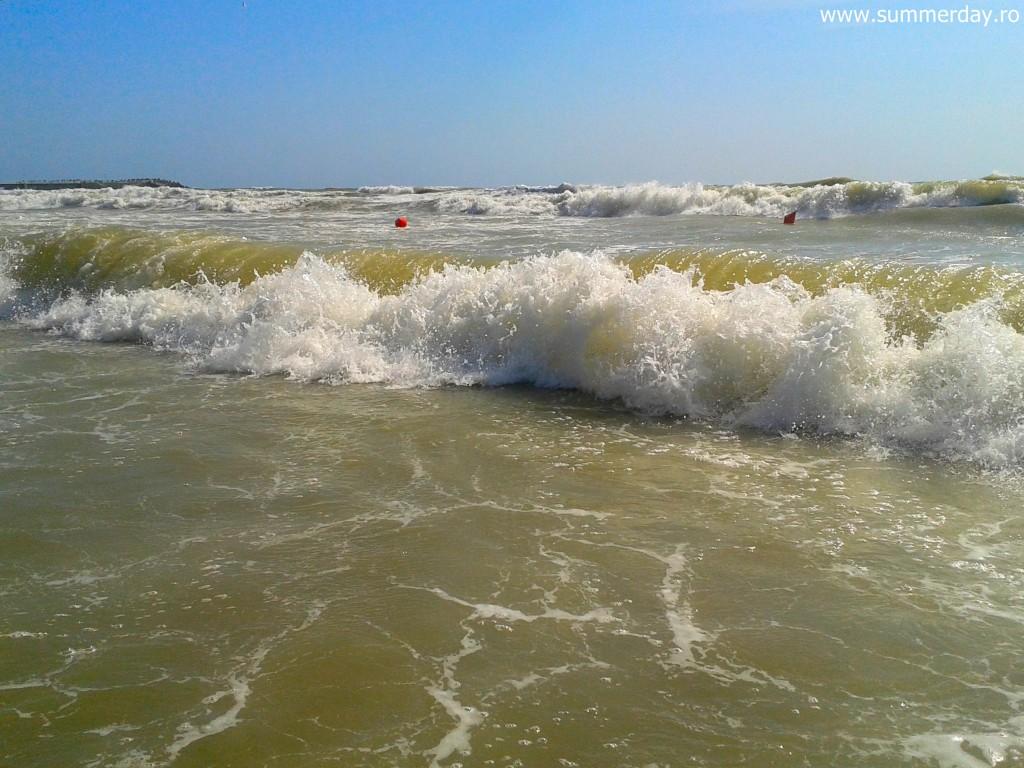 valurile-furioase-litoral-2015