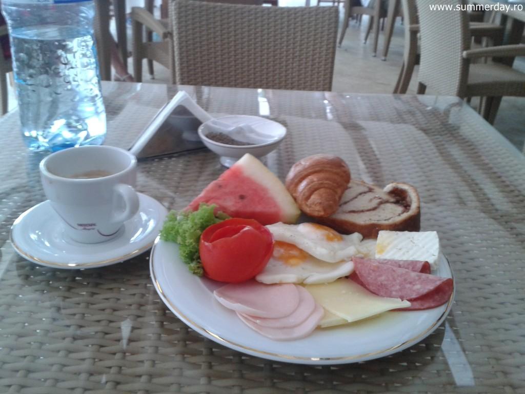 mic-dejun-copios-la-mare