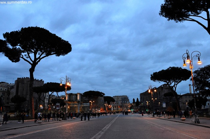 via-dei-fori-imperiale-by-night