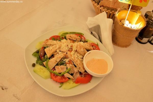 salata-greceasca-cu-pui