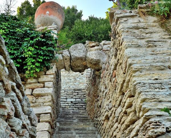 ziduri-gradina-botanica-balcic