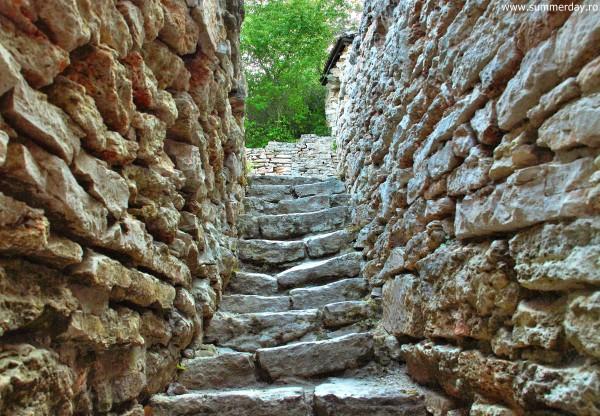 scari-din-piatra