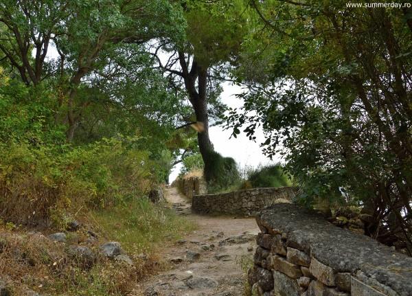drum-prin-imprejurimile-castelului-venetian