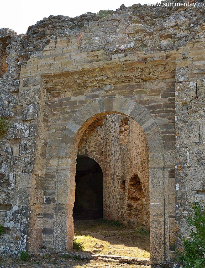 intrarea-in castel