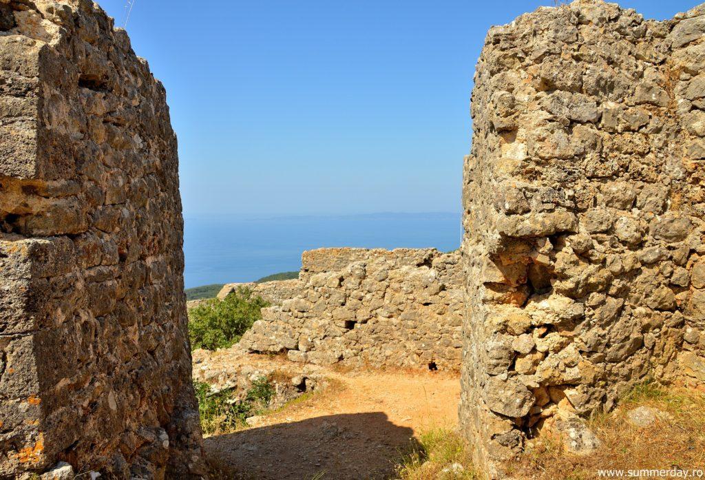 marea-ionica-printre-ziduri